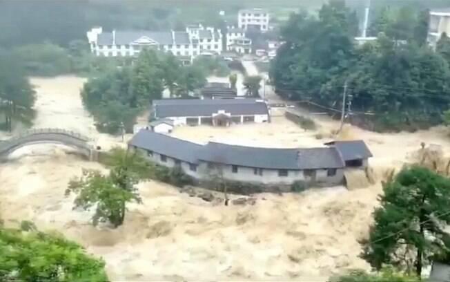 Tufão Lekima causou o rompimento de um lago de barreira