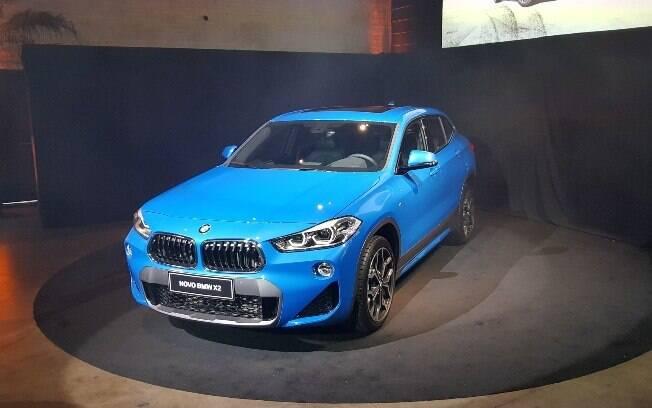BMW X2 se parece mais com um hatch médio esportivo, mas com porte de crossover e vários itens sofisticados