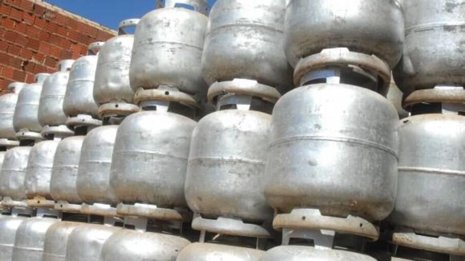 Revendedores de gás prometem greve em 1º de fevereiro contra aumentos da Petrobras