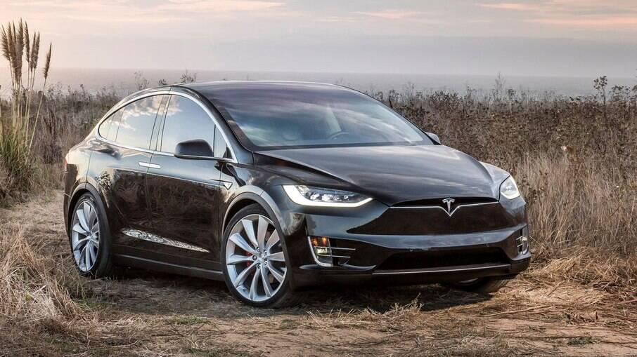 Tesla Model X é o primeiro SUV elétrico da fabricante; marca pretende expandir portfólio nos próximos anos