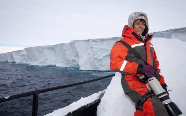 Barbara Veiga lança livro sobre suas experiências em alto-mar
