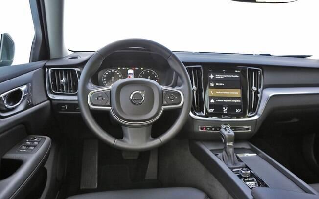 A central multimídia da Volvo V60 é vertical, imitando o design dos tablets e parte dos celulares hoje em dia