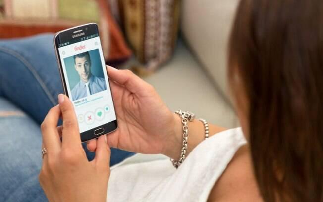 O perfil do Tinder mudou e o posicionamento político passou a ser um aspecto importante