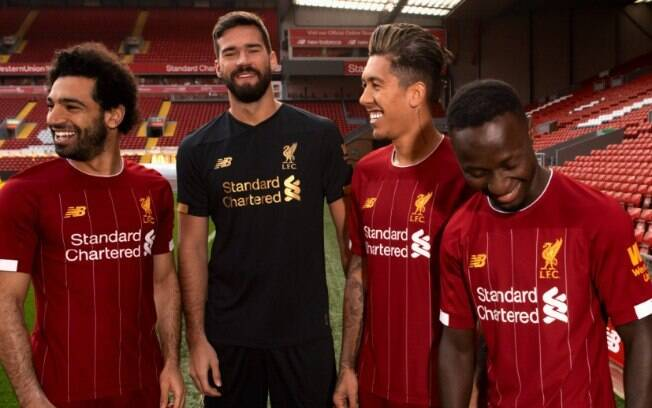 Liverpool lançou uniforme para temporada 2019/20 nesta quinta-feira (18)