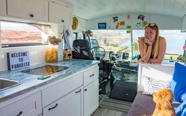 Para fazer a viagem pelos Estados Unidos, o casal americano gastou cerca de R$ 150 mil para transformar o ônibus