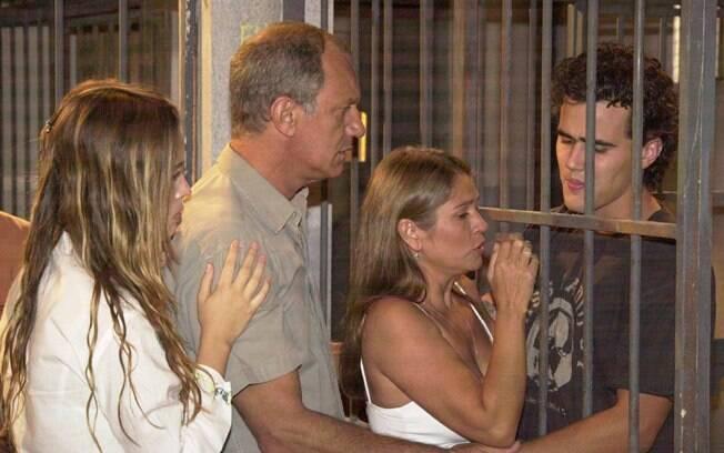 Juliana Didone, Ricardo Petraglia, Tássia Camargo e Bruno Ferrari em cena de