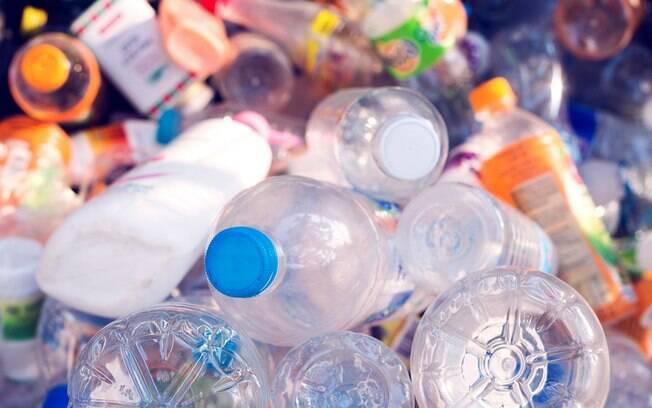 A poluição por plásticos como o PET representam um grande problema ambiental, cuja solução ainda não foi encontrada