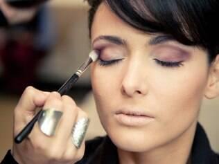 Uma maquiagem mais sóbria é indicada para cerimônias no civil, por exemplo