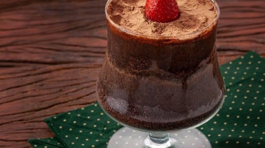 Torta de chocolate na taça
