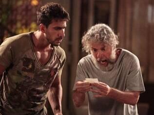 Pereirinha e Enzo procuram o tesouro na casa de Griselda e não encontram: planos frustrados por Teodora