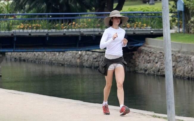 Fernanda Torres se exercita na Lagoa