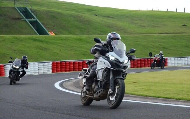 Foram usadas as big trail Ducati Multistrada 950, BMW R 1200 GS e Triumph Tiger 1200, com pneus Michelin