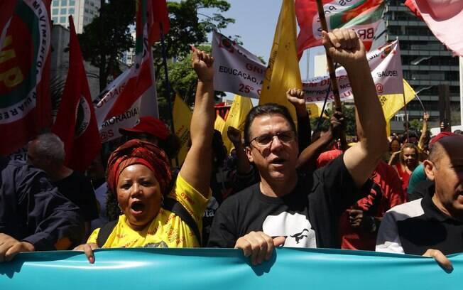 Grito dos Excluídos reuniu opositores e Bolsonaro em São Paulo