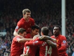 Liverpool não teve dificuldades para vencer o Tottenham por 4 a 0 neste domingo