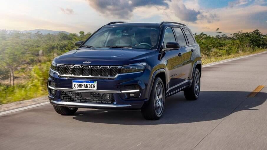 Jeep Commander 2022 traz elementos de Compass e Cherokee no visual e passa a ser o topo de linha da marca no Brasil