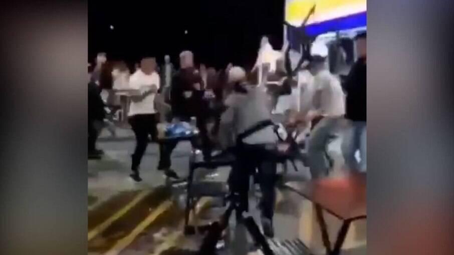 A briga generalizada no posto de gasolina em Encantado