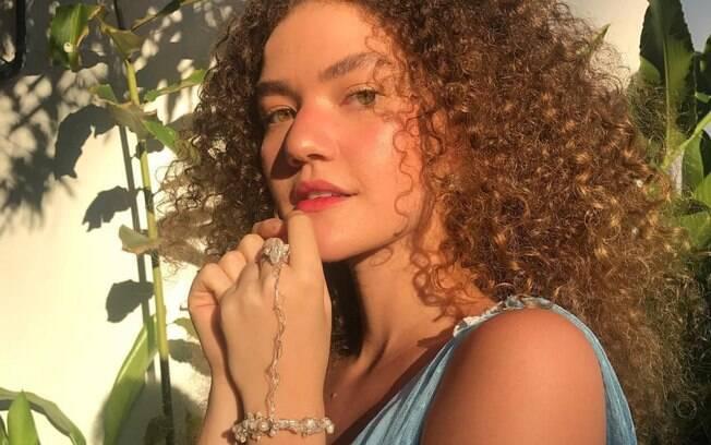 Vitória Falcão afirma que está deixando o bigode crescer por estar cansada de ouvir cobranças sobre padrões