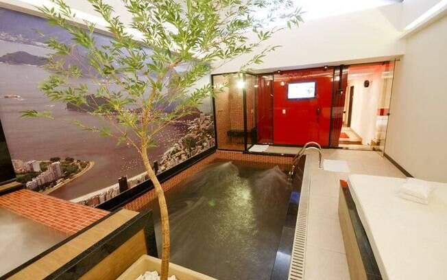 Opium conta com uma piscina em uma das suas acomodações mais luxuosas.