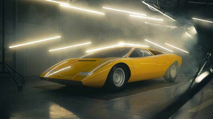 Lamborghini LP500 Concept é ressuscitado a pedido de entusiasta. Trabalho consumiu mais de 25.000 horas
