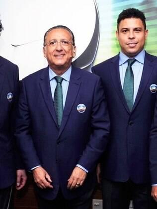 Globo recua e escala Galvão Bueno para narrar as duas partidas finais da Copa