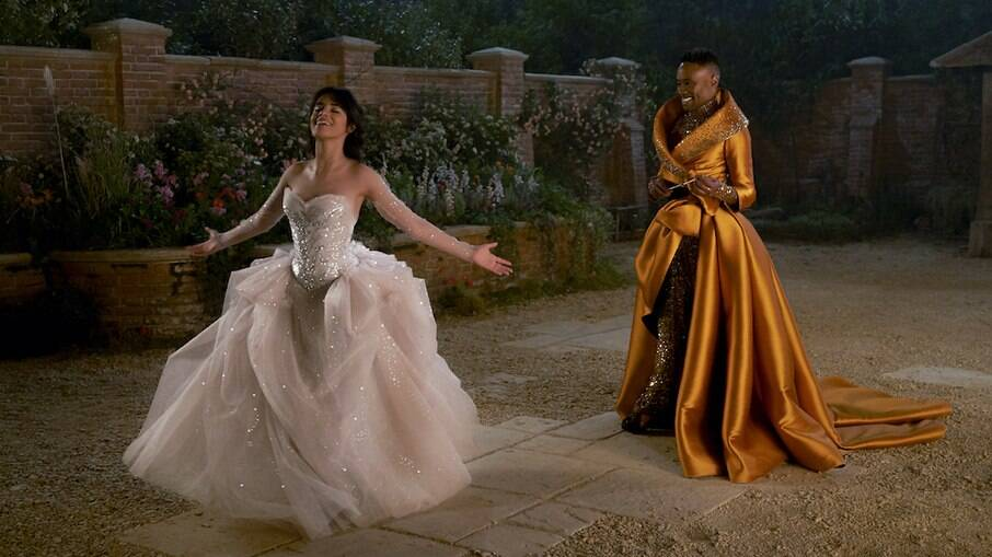 Camila Cabello e Billy Potter em cena da nova versão de Cinderela