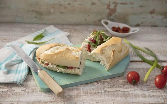 O sanduíche de frango desfiado é ótimo para festas