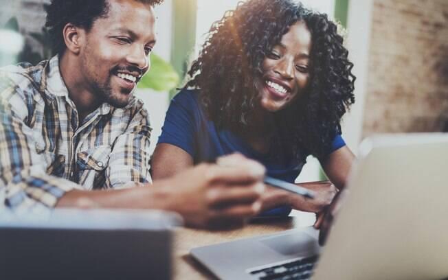 Segundo estudos e especialistas, casais que trabalham juntos têm mais empatia um pelo outro