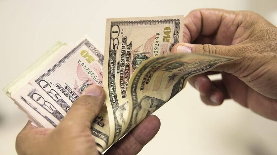 Dólar teve a maior alta diária desde setembro e atingiu R$ 5,64
