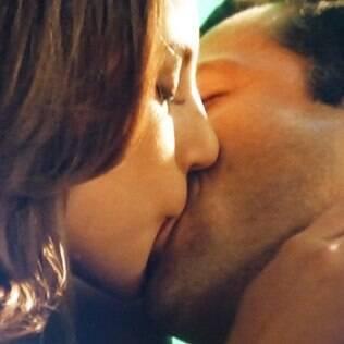 Paloma e Bruno têm a primeira noite de amor
