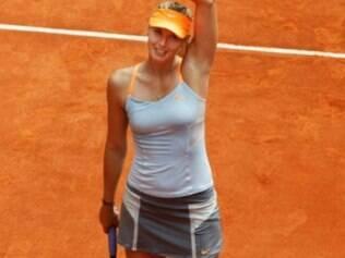 Sharapova venceu rival com duplo 6/2