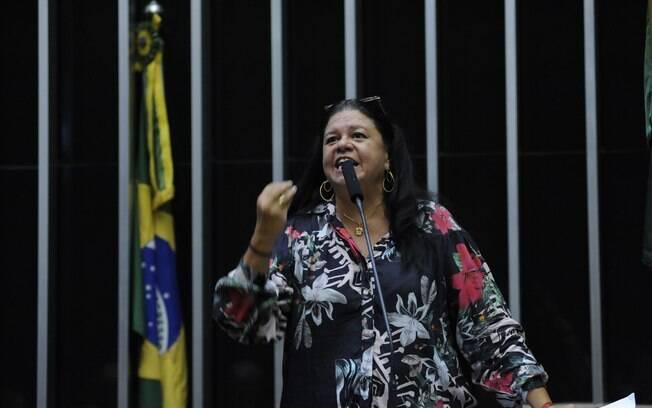 Deputada Laura Carneiro (MDB-RJ) foi escolhida por Rodrigo Maia para relatar decreto de intervenção no RJ