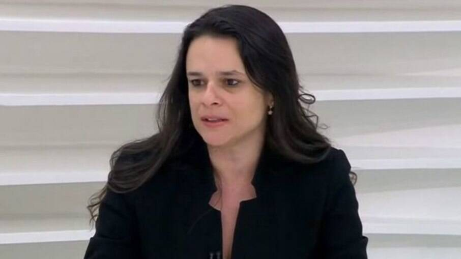 Janaina Paschoal diz temer 2° mandato de Bolsonaro: 'Governa no conflito'