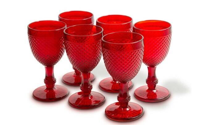 Conjuntos de 6 taças de vidro bico de jaca, R$ 249, na Cecilia Dale