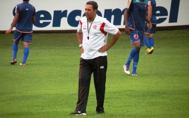 Luxemburgo cobrou muito dos jogadores no  treino vespertino do Flamengo em Londrina