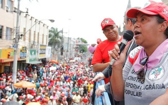 Mulheres do MST protestam em Salvador, na Bahia (11.03.15)
