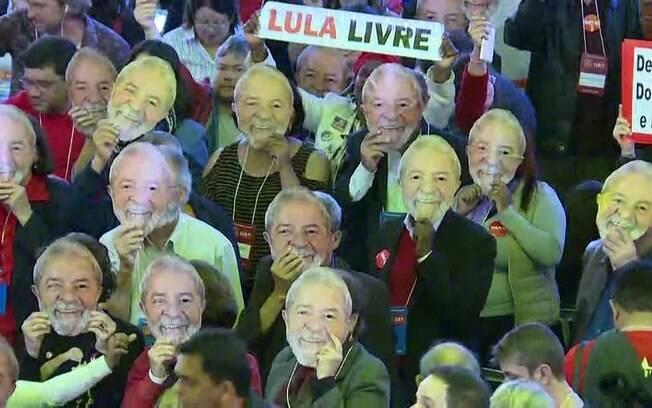 Lula é lançado candidato pelo PT, mas nome de vice permanece 'misterioso'