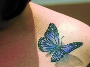 Real. Corrine Skeen, 28, escolheu uma tatuagem 3D para homenagear uma tia que morreu de câncer