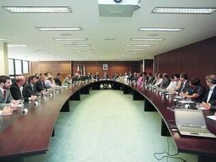 Reunião. Governador se reuniu ontem com os 34 prefeitos da região metropolitana da capital