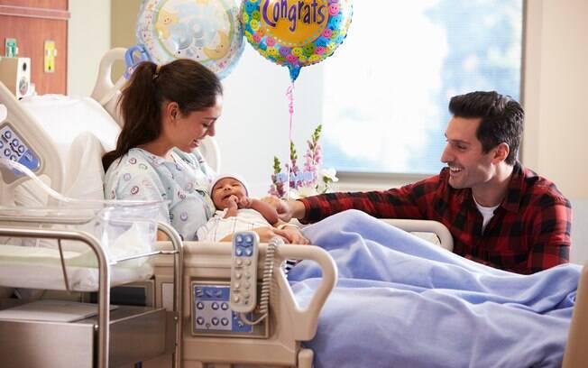 O primeiro encontro de Siobhan e Arlo, após horas do parto, foi emocionante e as enfermeiras foram fundamentais