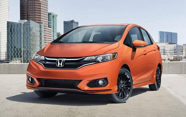 Mal dá para notar as mudanças no visual do Honda Fit 2018, que estão no para-choque, grade frontal e faróis.