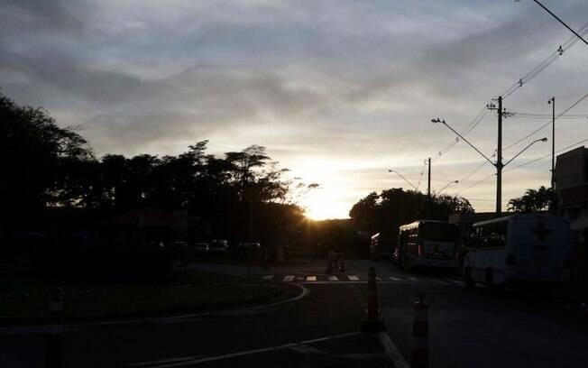Domingo ser de sol entre nuvens, com chuva a tarde
