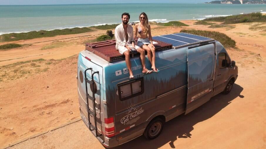 Advogados, casal deixa a carreira em São Paulo para viajar o mundo de motorhome