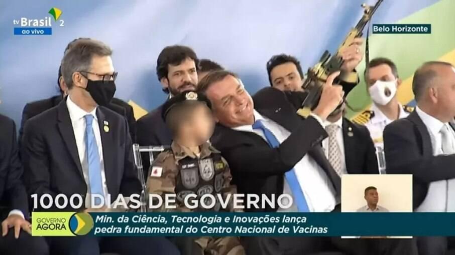 Entidades vão à ONU contra Bolsonaro por ato com criança e alusão à armas