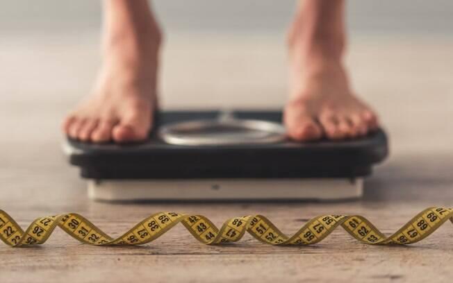 Mulher conta que sofria de fascite plantar, dor nos joelhos e falta de ar antes de fazer dieta e perder peso