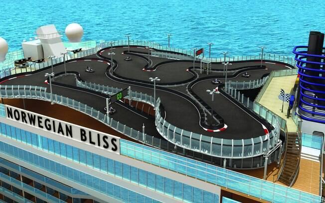 Umas das atrações mais diferentes dos cruzeiros da Norwegian Cruise Line é grande pista de kart no topo do navio e há um projeto para construir uma ainda maior que terá cerca de quatro metros de pista e cerca de 350 metros de curvas