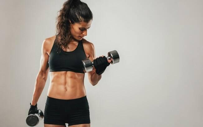 Ter o core fortalecido (região lombar e abdominal) por exercícios abdominais ajuda até no treino de membros superiores