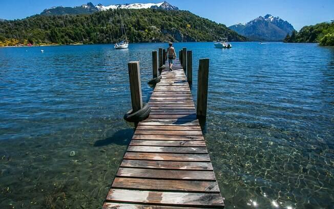 As praias de lago e montanhas são muito frequentadas durante o verão em Bariloche
