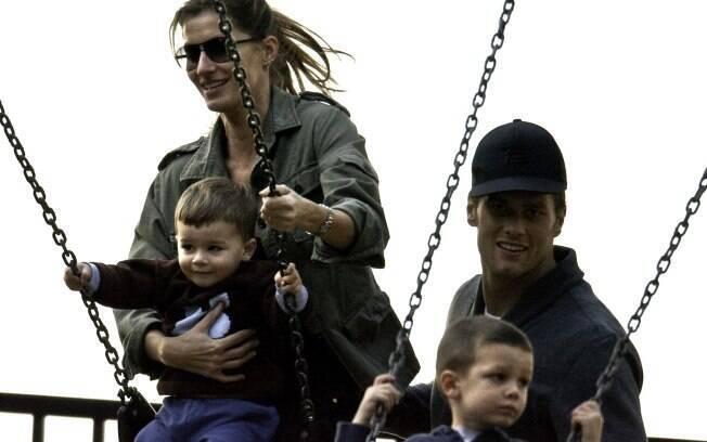 Gisele com a família, Tom, Benjamin e o enteado John