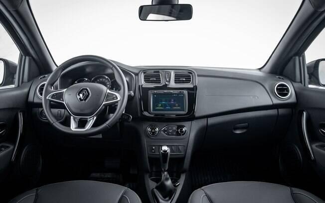Afora o novo volante de tries raios e a alavanca do câmbio automático nada mudou por dentro do Renault Logan 2020