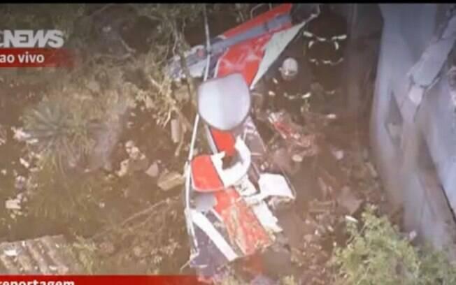 Reprodução de imagem aérea do local do acidente: Corpo de Bombeiros busca por mais vítimas